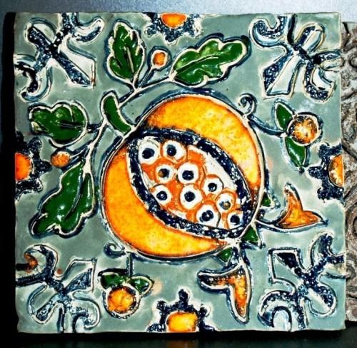 kafel z owocem granatu, wzór z XVII w. Muzeum Narodowe w Gdańsku