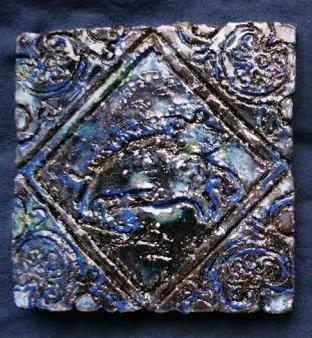 kafel z dzikiem, wzór z początku XVII w. Delft